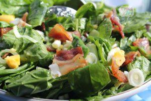 Spinach bacon salad with lemon garlic dressing
