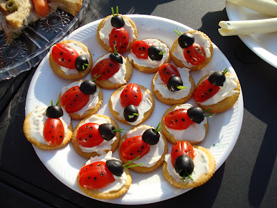 "Crackers with cream cheese and tomato ""lady bugs"""