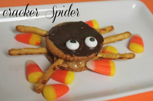 Halloween snack spider made with round crackers