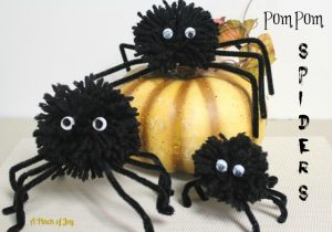 How to Make PomPom Spiders for Halloween tutorial