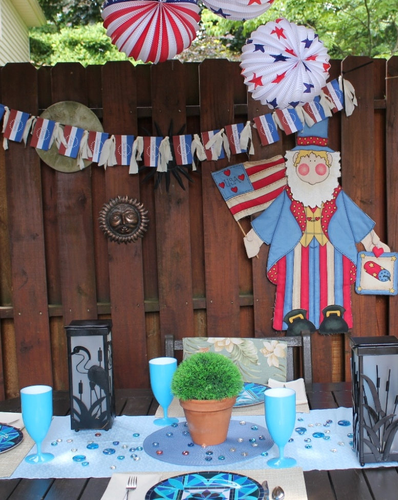 Independence Day Tablescape and Pintable Banner