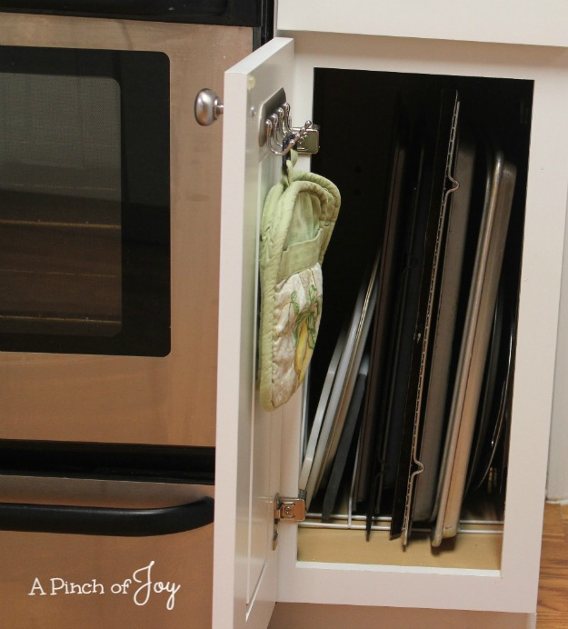 2Upright Baking sheet storage