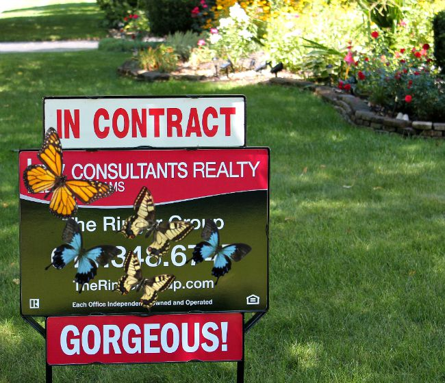 In contract - realtor's sign