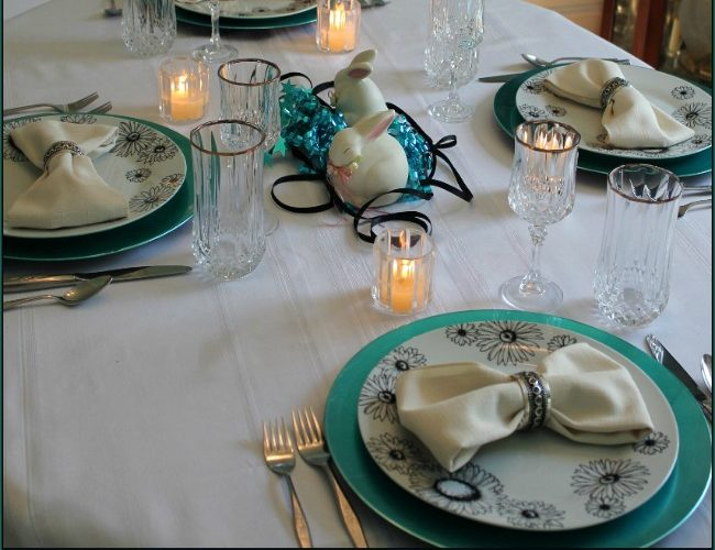 Simple and quick tablescape:  blue, black and white